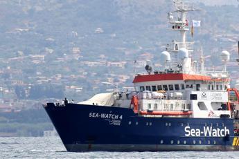 Migranti, Sea Watch: Nuovo patto Ue tratta persone come pacchi
