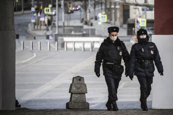 Russia, apre il fuoco alla fermata del bus: tre morti