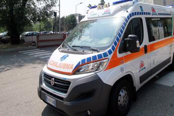 Milano, grave incidente: muore madre. Padre e figli in codice rosso