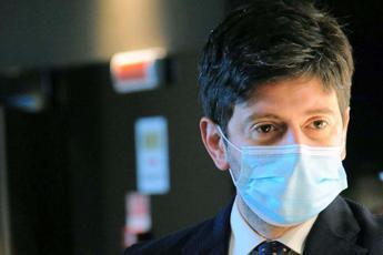 Vaccino Covid in Italia, Speranza: Oggi l'alba dopo una lunga notte