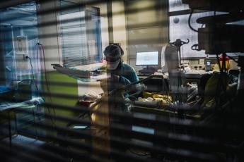Covid Polonia, 8mila casi in 24 ore: è 'quarantena nazionale'