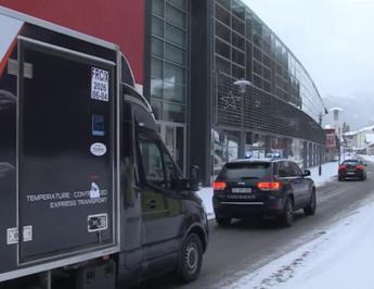 Covid, vaccino Pfizer arriva in Italia - Video