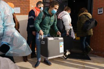 Vaccino Covid Pfizer, arrivate in Spagna 350mila dosi