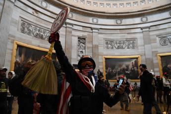 Washington, assalto al Congresso: morta una donna