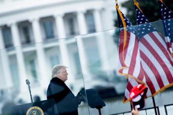 Trump, appello ai manifestanti e siluro a Pence