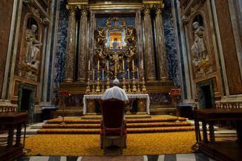 Coronavirus, Papa: Ho chiesto al Signore di fermare l'epidemia