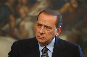 Berlusconi: Uscite di casa solo se strettamente necessario