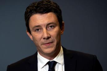 Video porno sui social, candidato a sindaco di Parigi si ritira