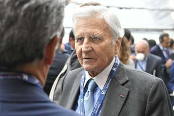 Trichet: Ue sia unita, banche più solide rispetto al 2008