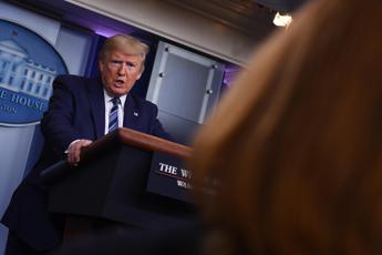 L'annuncio di Trump: Sospenderò immigrazione in Usa