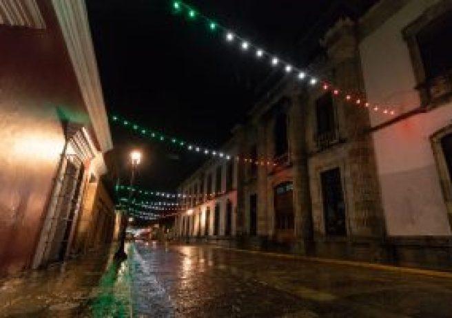 Encienden alumbrado de colores patrios en el Centro Histórico de Oaxaca -  Cadena Política