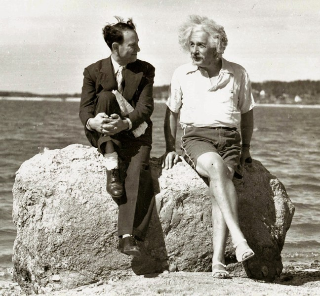 albert-einstein-summer-1939-nassau-point-long-island-ny-edvos-orjinal