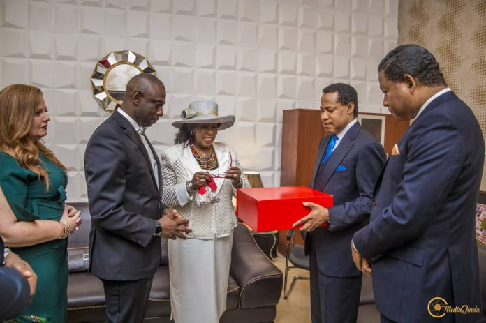 Pastor Chris Oyakhilome accepting gift from Wife (middle) of late Bishop Benson Idahosa