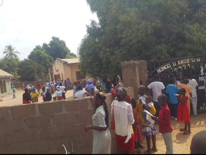 Drama as church members lock out pastor over strange preaching 8