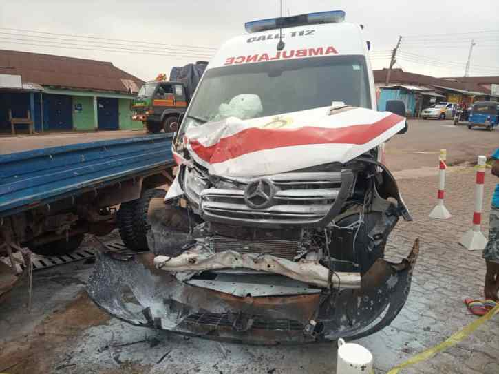 JUST IN: Ambulance carrying pregnant woman involved in accident 4