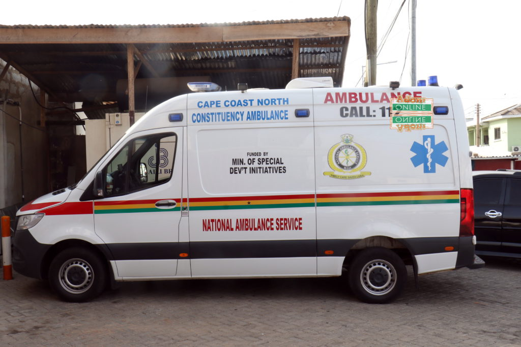 Ambulance driver takes risk to save dying man 'abandoned' by family [Photos+video] 5