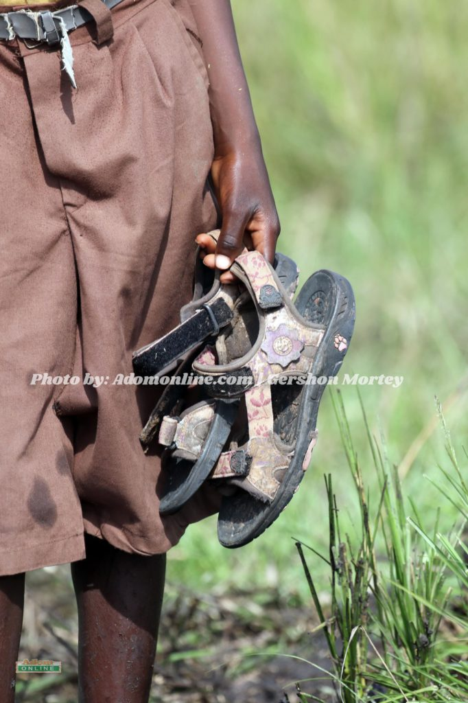 [Video+Photos] Pupils travel 3 hours barefoot on muddy road to school in Accra 6