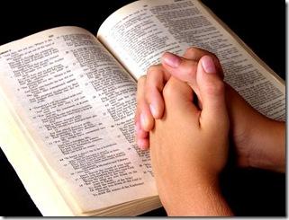 lendo-a-biblia