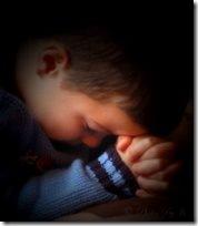 menino orando