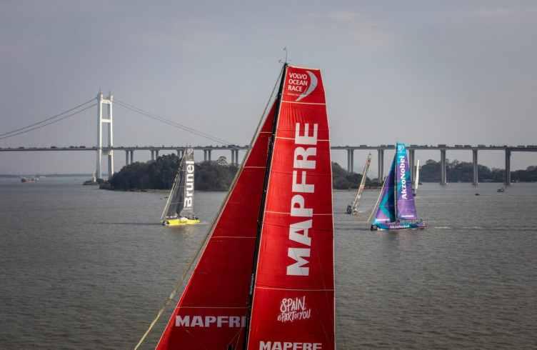 Fleet,Aerial,China,Bridge,MAPFRE,2017-18,AkzoNobel,port, host city,Team Brunel,Guangzhou,Kind of picture,Dongfeng In-Port Race Guangzhou