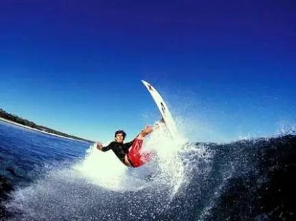 Batida no Lip. Uma das manobras de surf mais comuns em campeonatos, embora seja bastante plástica