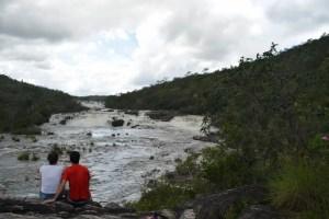 Chapada dos Veadeiros - Catarata dos Couros - sentado na beira do rio dos Couros