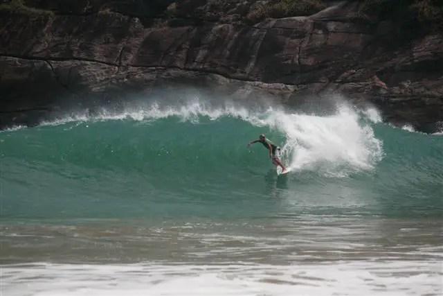 Praia do Bonete, em Ilhabela, um dos melhores picos de surf do Brasil