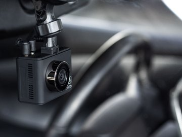 Product Spotlight: Momento M6 Dashcam