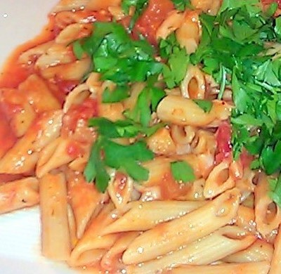 Pasta Marinara con Hongos Portobello y Queso Parmegiano Reggiano