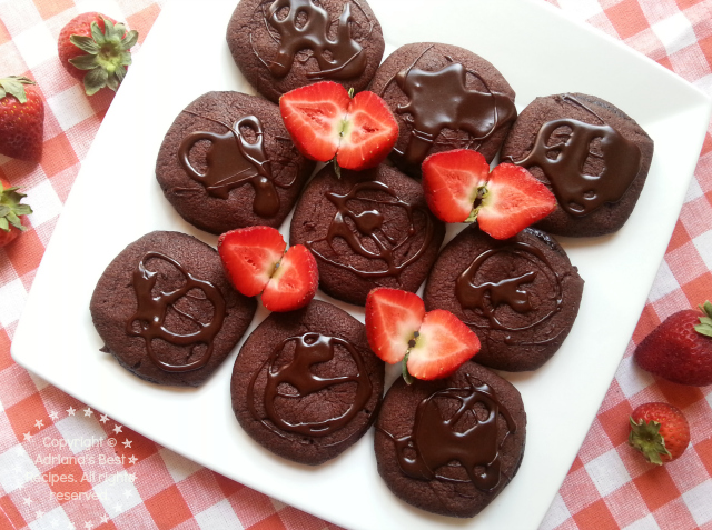 Chocolate Molten Cookies #PillsburyMelts #ad #PlatefullCoOp