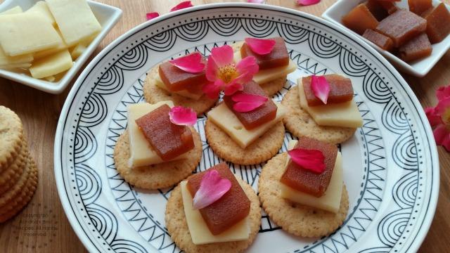 Swiss Cheese and Guava Paste Snack #PutItOnARitz #ad