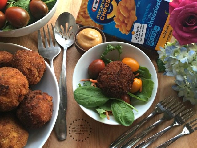 Serving the Jalapeño Mac N Cheese Bites with leafy greens makes it a complete meal #EasyKraftMeals AD