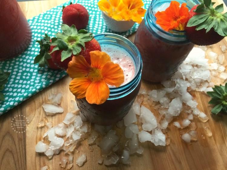Rica Agua Fresca de Fresa y Chía, una receta sencilla para que la incluyas en tu próxima parrillada