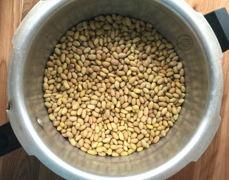 Cooking the mayocoba beans using the pressure cooker