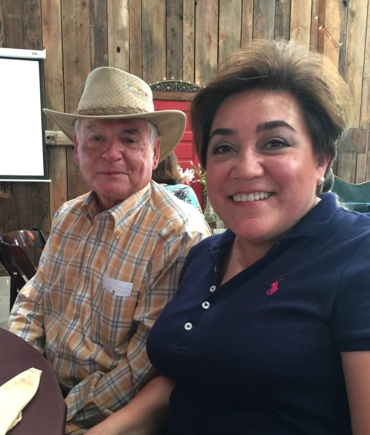 Adriana Martin acompañada del dueño de Capay Valley Ranches el Sr Chris Steele