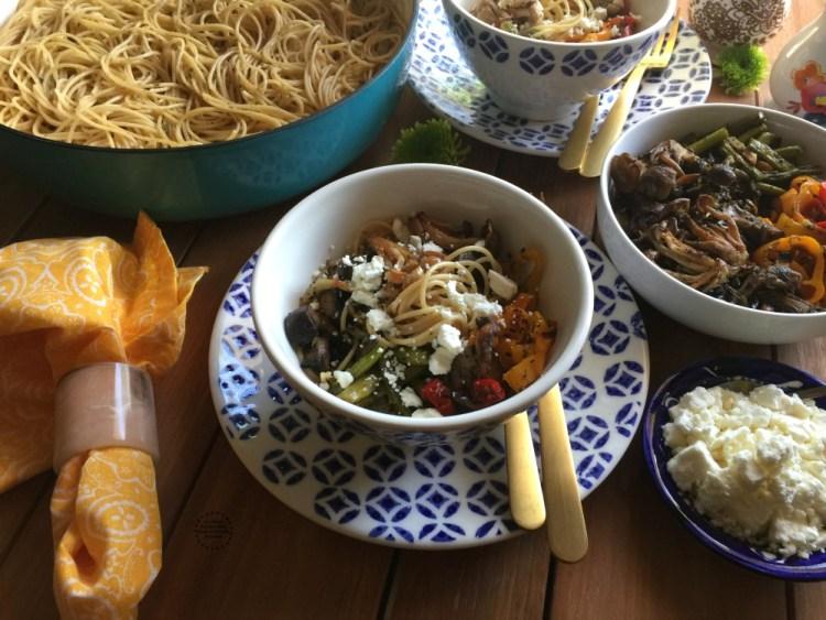 Pasta con Verduras Asadas y Proteína para el menú semanal