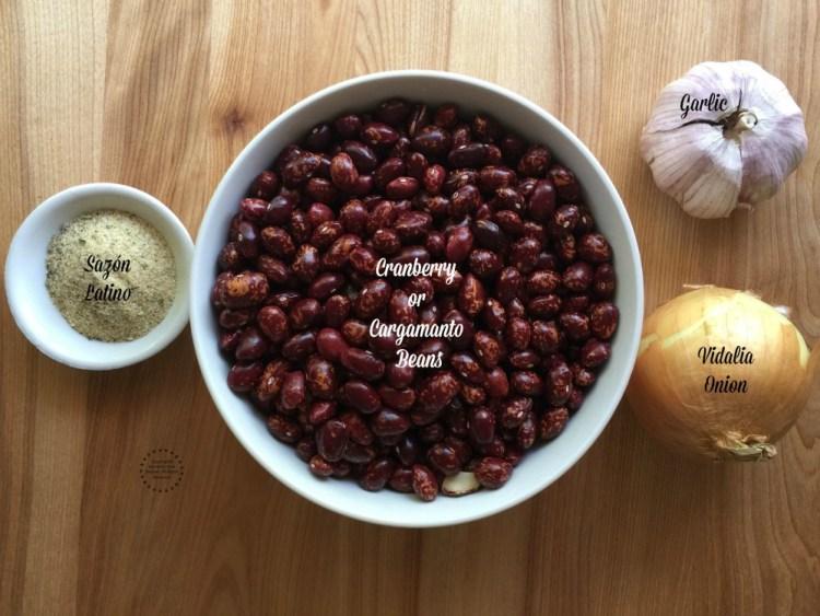 Ingredientes para preparar los frijoles cargamanto rojos