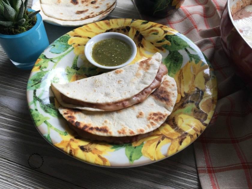 Frijoles Refritos con Queso Oaxaca