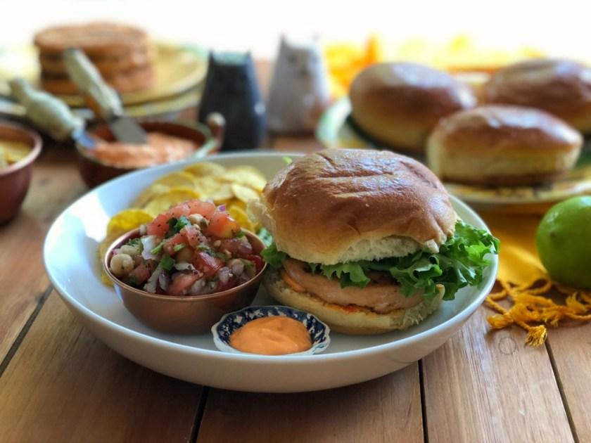Hamburguesas de Salmon con Garbanzos y Mayonesa con Harissa