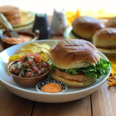 Grilled Salmon Burgers with Chickpeas Salsa