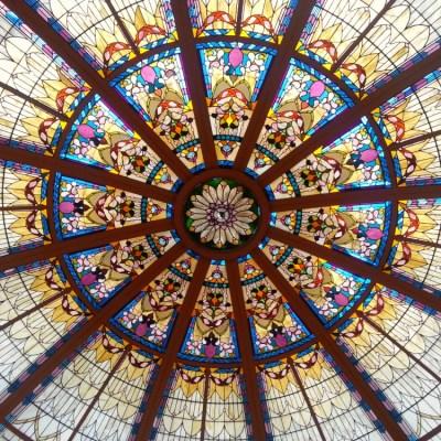 El domo de cristal en el Fairmont Empress Palm Court
