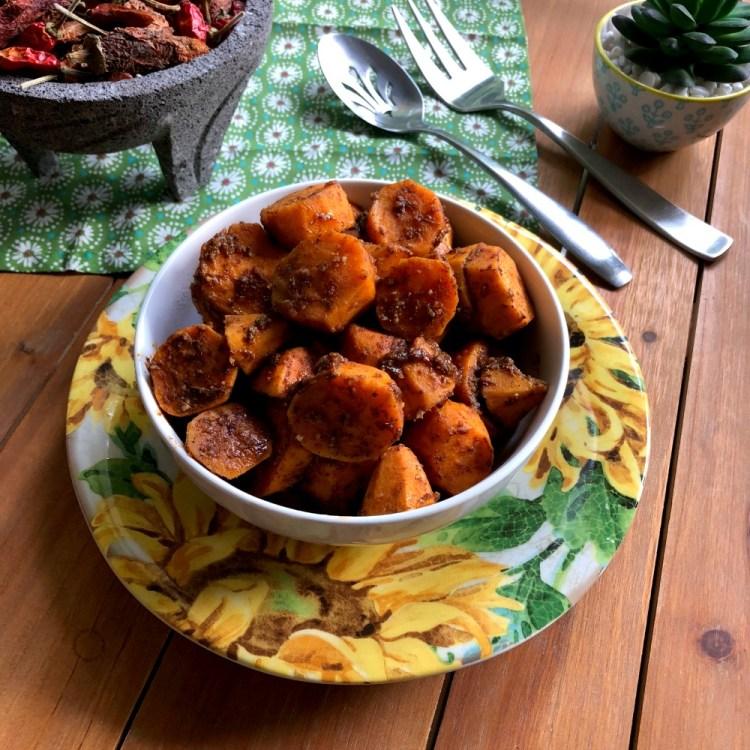 Sirve las batatas al chipotle como guarnición