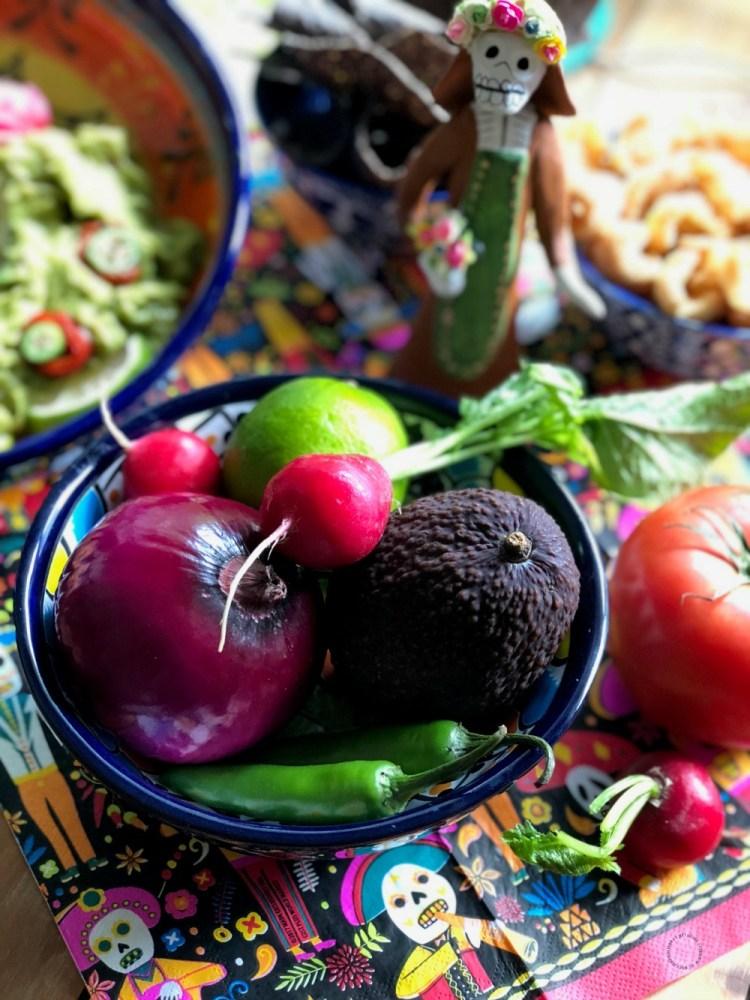 Ingredientes necesarios para el guacamole con calaverita