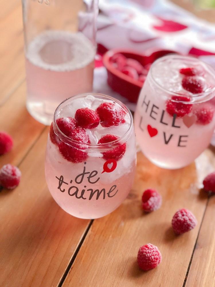 Prepara la limonada rosada italiana