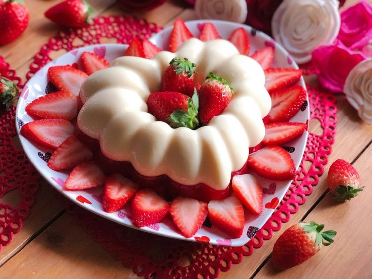 Strawberries N Cream Jello Dessert