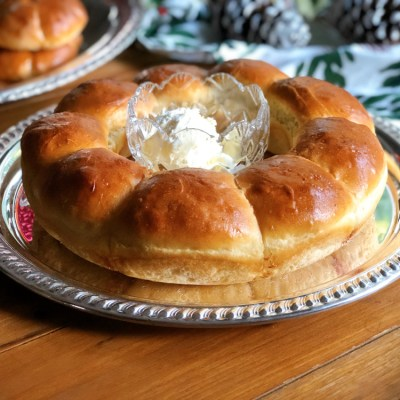Rutabagas Dinner Rolls Wreath