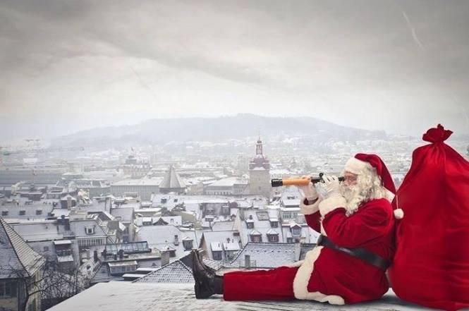 Moș Crăciun...ne vede