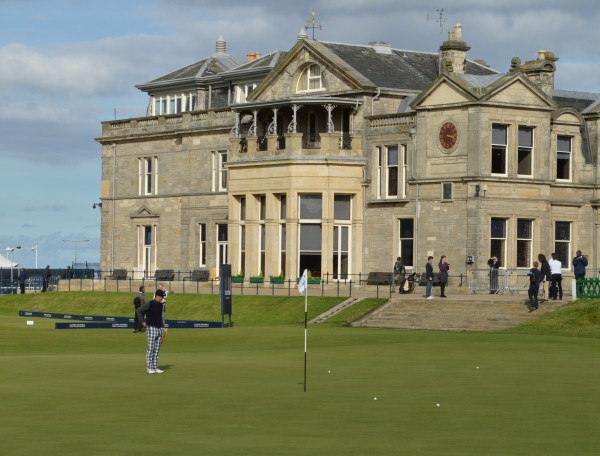 Michael Vaughan Dunhill Round 1 at 18