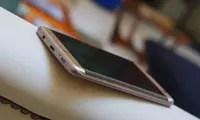 Samsung apunta al fin de las pantallas planas en sus móviles