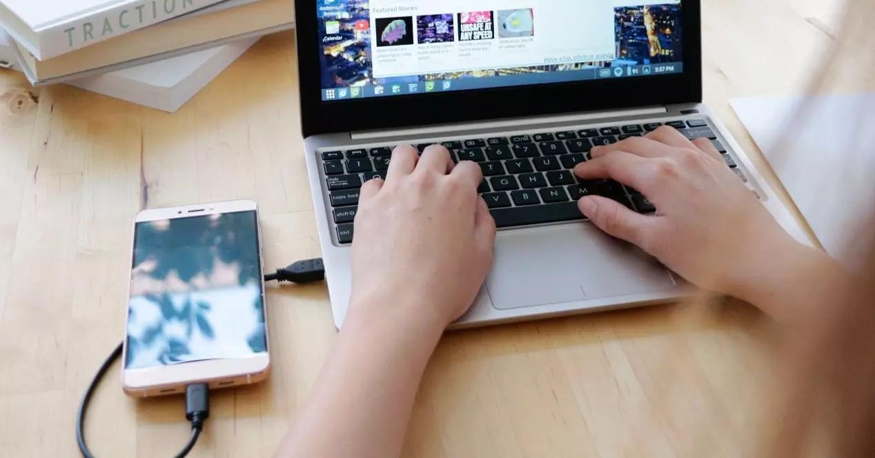 movil conectado al ordenador